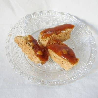 italienisches Mandelgebäck Cantuccini mit Karamell