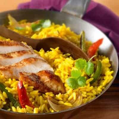 Gemüsepfanne mit Reis und Hähnchenfilet schnelles Rezept