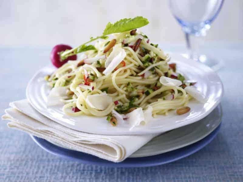 Schönes Abendessen: Rezept für gesunde Gemüsepfanne mit Spaghetti