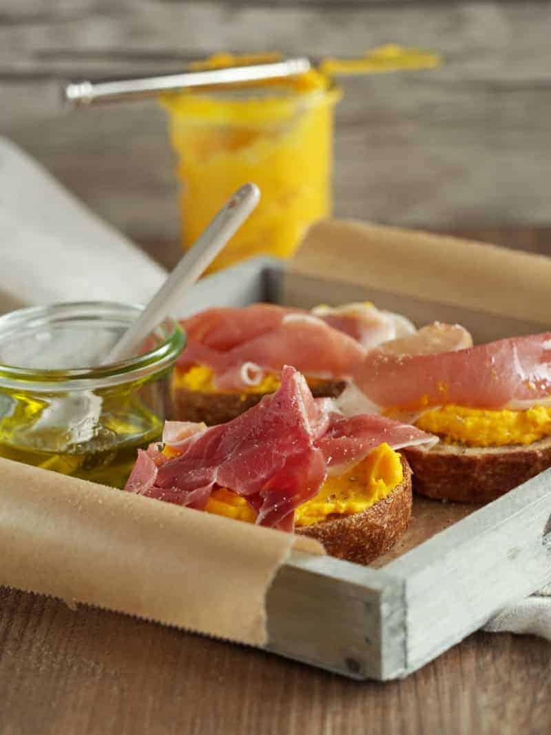 Fingerfood Buffet selber machen Rezept Crostini mit Kürbiscreme
