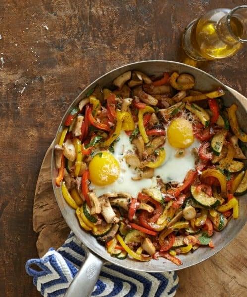 Super leckere Gemüsepfanne mit Eiern und Zucchini in 3 Schritten