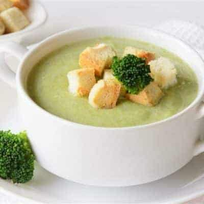 Brokkoli Suppe mit Speck und knusprigen Croutons
