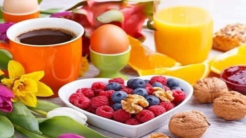 das perfekte Frühstück Obstsalat Valentinstag