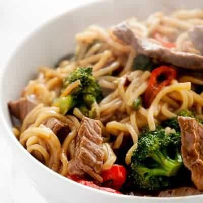 chinesische Nudelpfanne mit Rindfleisch Rezept