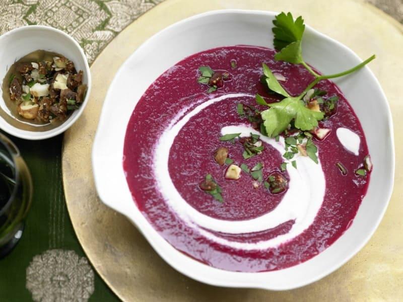Rote Beete Suppe mit Schlagsahne leicht gemacht