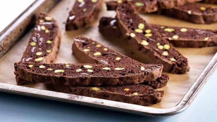 Cantuccini Dessert mit Schokolade und Pistazien