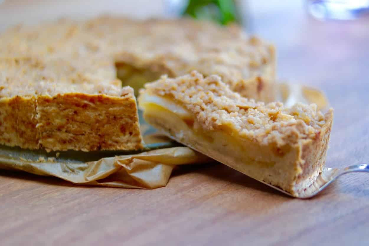 Saftiger veganer Apfelkuchen mit Streuseln – gesundes Rezept