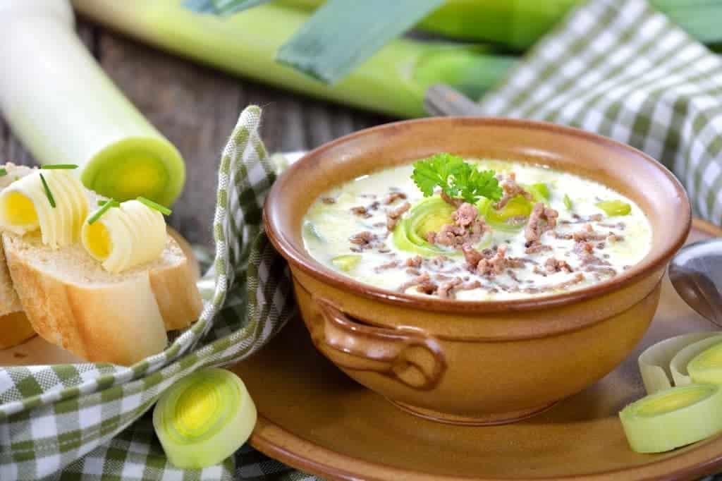 Super leichtes Rezept für Käse Lauch Suppe mit Hackfleisch