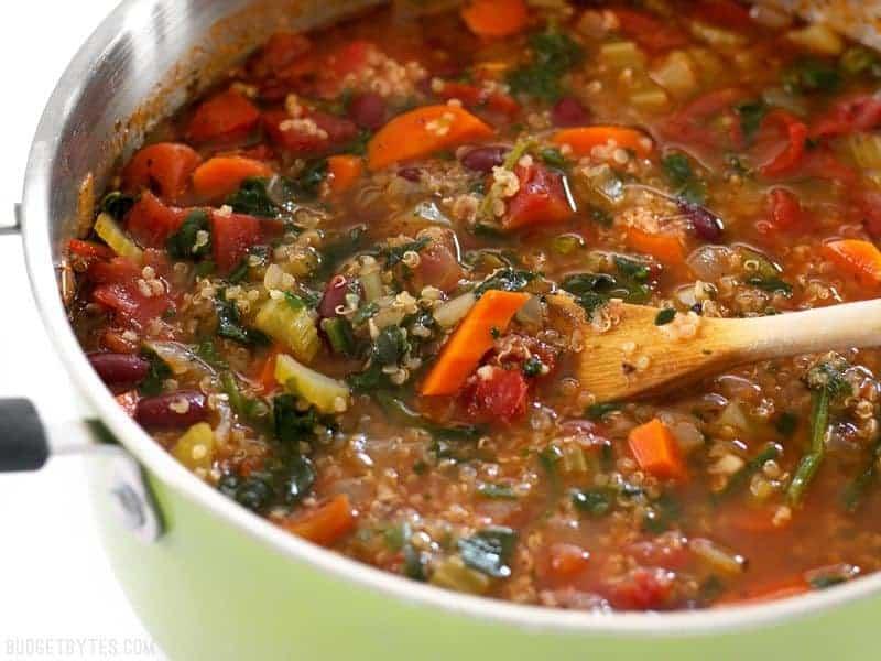 Low Carb Suppe mit Quinoa und Gartengemüse