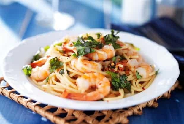Pikante Spaghetti mit Garnelen und Chili