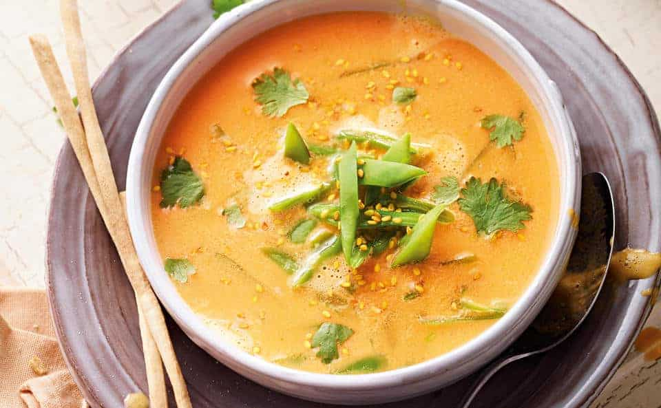 Süβkartoffel Suppe mit frischem Ingwer und Kokosmilch