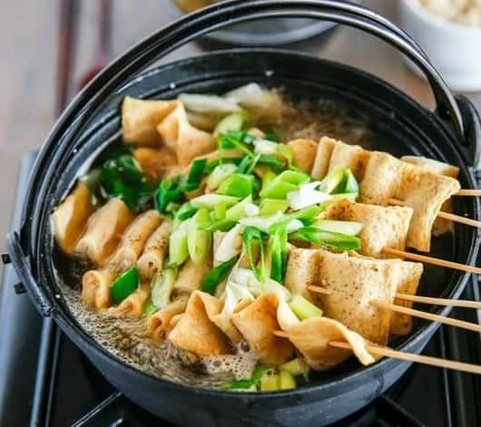 Asiatische Gemüsesuppe mit Koreanischem Fischkuchen