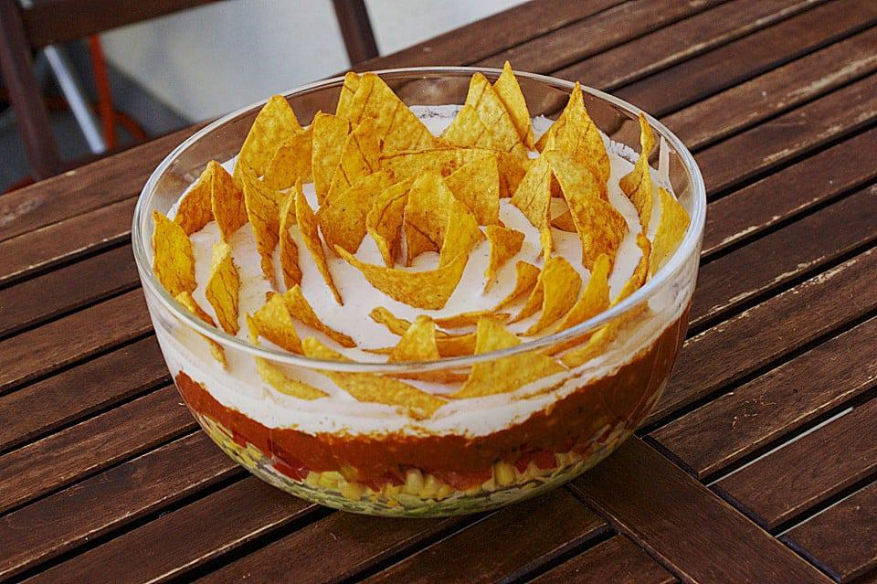 mexikanischer nacho salat mit hackfleisch k se und salsa. Black Bedroom Furniture Sets. Home Design Ideas