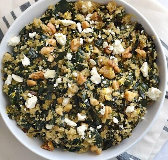Quinoa Salat mit Feta und Grünkohl