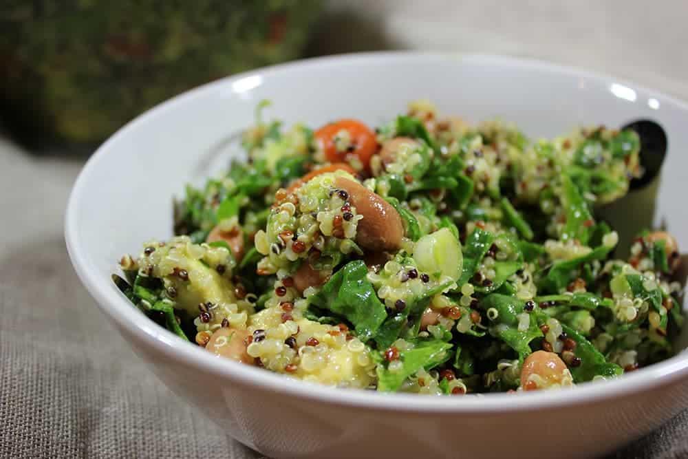 Quinoa Salat mit Gurke, Zitronensaft und Minze – super lecker & gesund