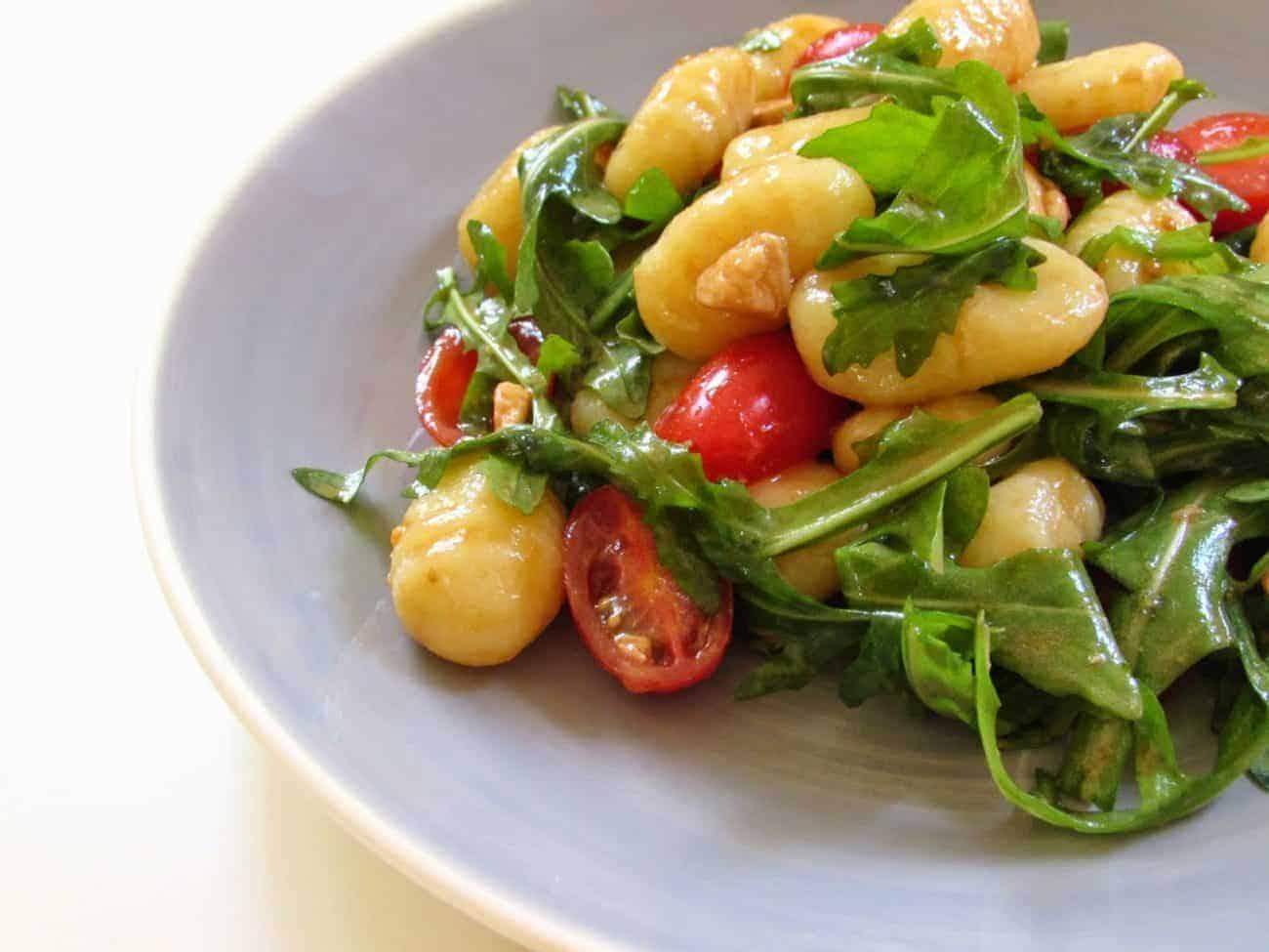 Gnocchi Salat mit getrockneten Tomaten für den Sommer