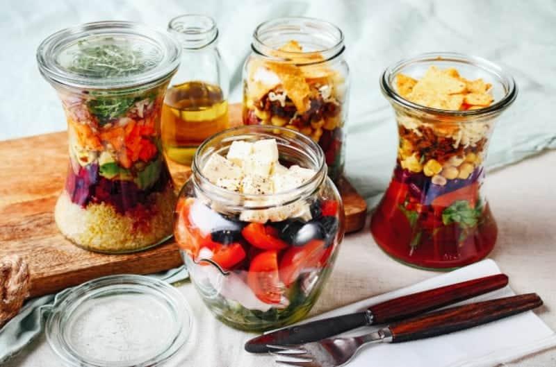 Salat im Glas richtig schichten