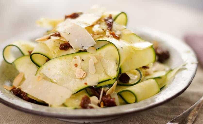Zucchinisalat mit Apfel und Nordseekrabben – super leckeres Rezept