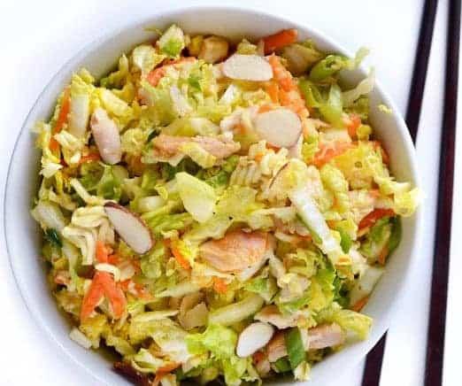 Asia Salat mit knusprigem Hähnchen