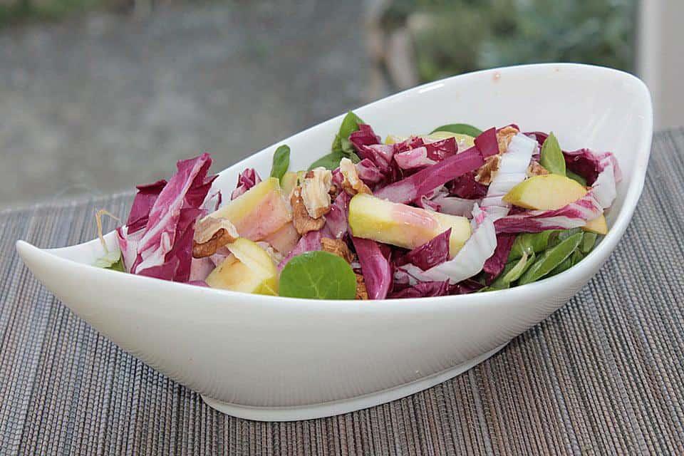 Exotischer Radicchio Salat mit Apfel, Pastinaken, Orange und Zitrone