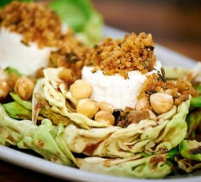Dressing Salat mit Pflaumenmus Servierungsvorschlag