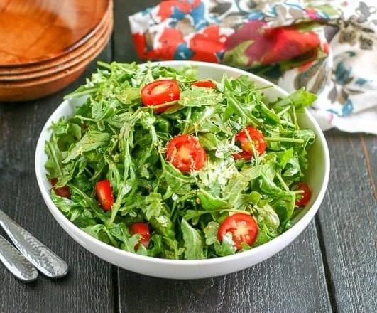 Rucola Salat mit Zitronen-Balsamico-Dressing