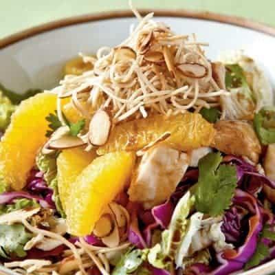 Asia Salat gesund lecker Serviervorschlag