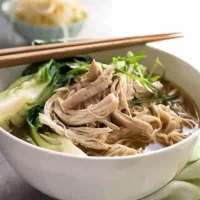 chinesische Suppe mit Nudeln