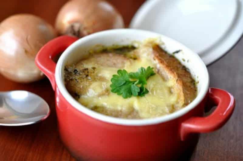 Französische Suppe: die klassische Zwiebelsuppe selber zubereiten