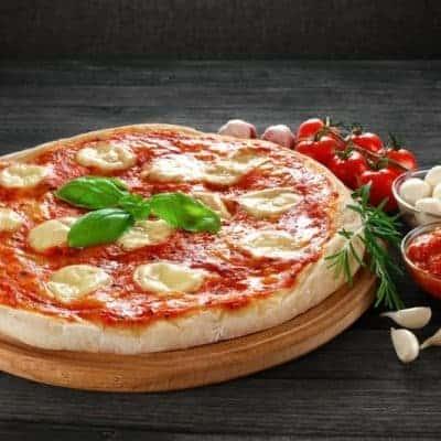 selbstgemachte Pizza Margherita