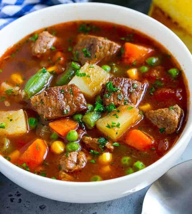 Herzhafte Gemüsesuppe mit Fleisch