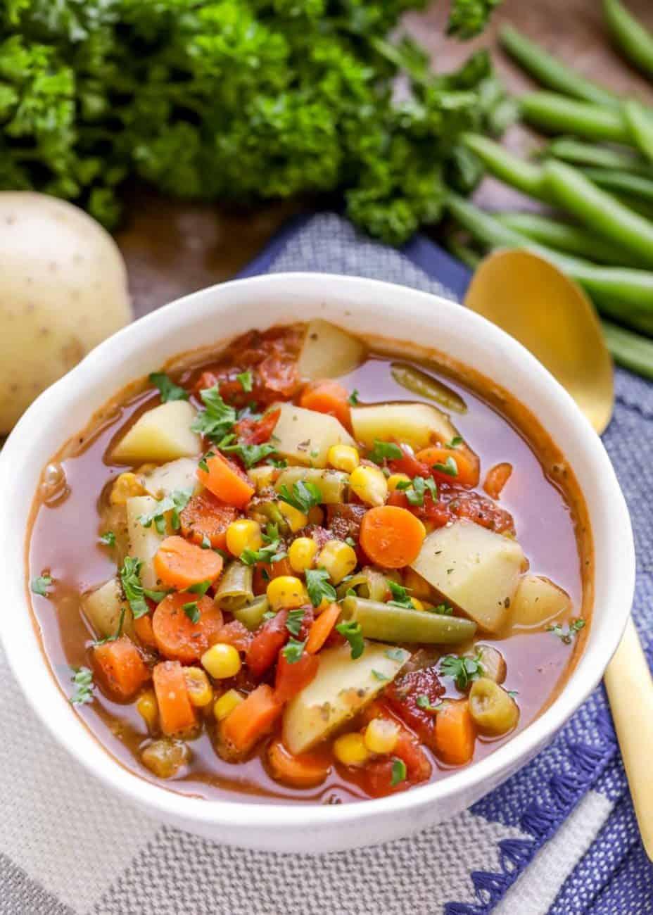 Vegetarische Gemüsesuppe, lecker sättigend