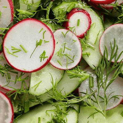 Gurken Radieschen Salat mit Rucola