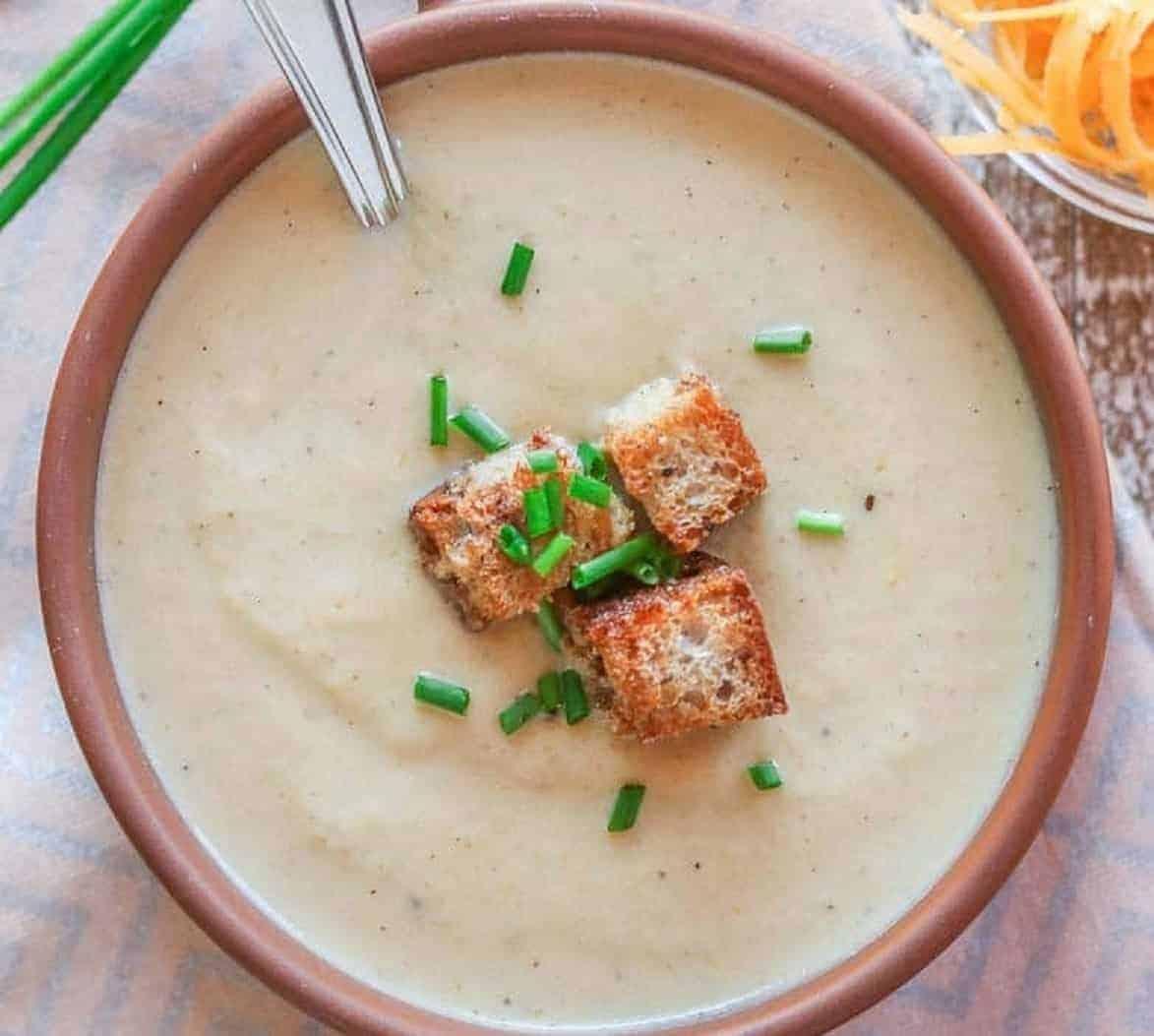 Käse Lauch Suppe mit Blumenkohl und Cheddar