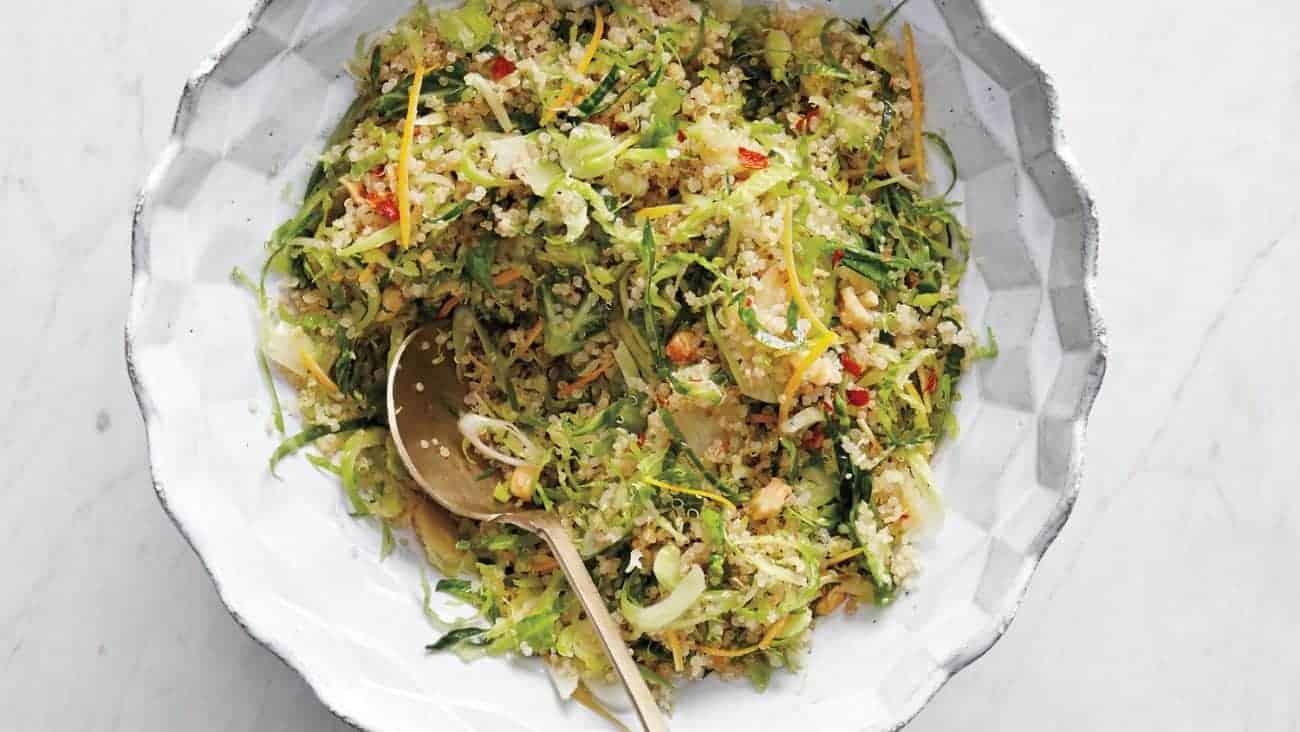 Gesunder Luzerne Salat mit Quinoa und Avocado