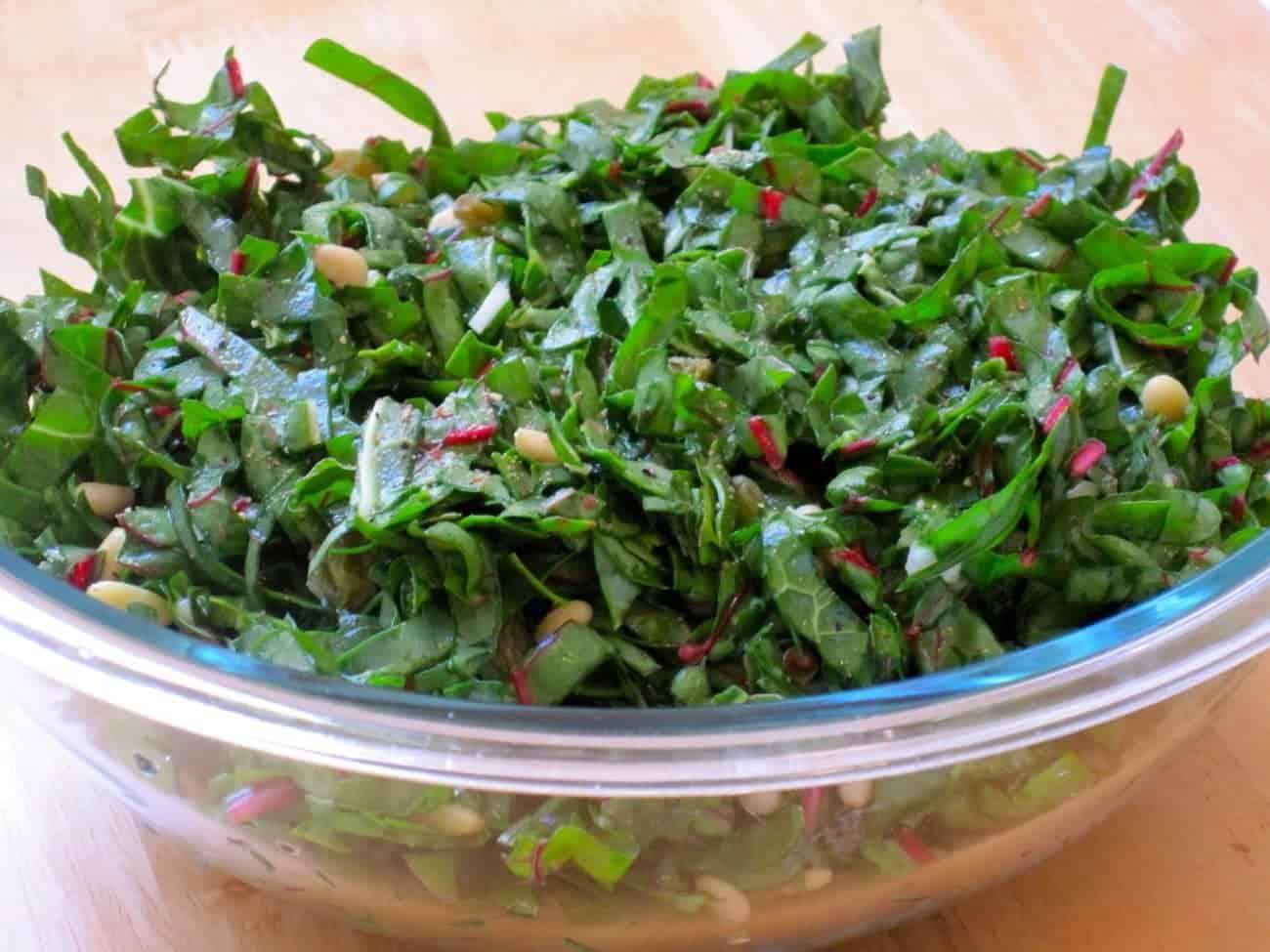 Mangold Salat mit Parmesan und Semmelbrösel