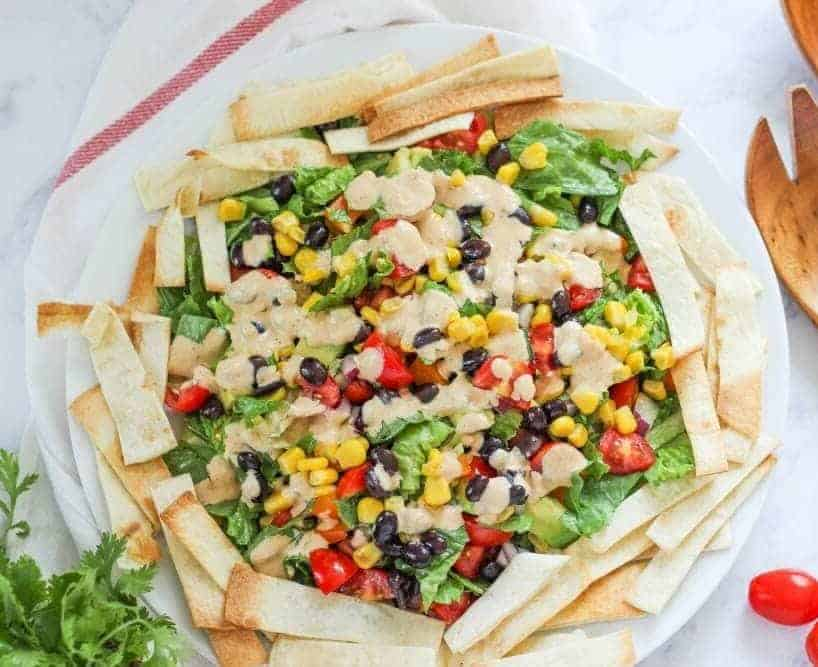 Mexikanischer Salat mit Chipotle-Dressing