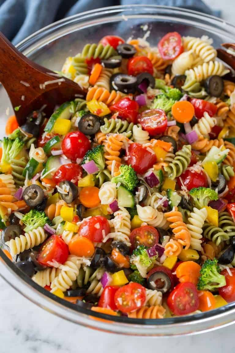 Nudelsalat mit Gemüse, bunt in 25-Minuten