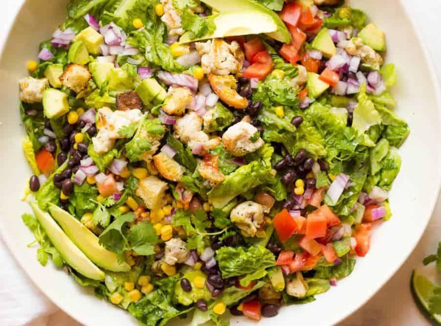 Salat mit Putenstreifen – südwestamerikanischer Art