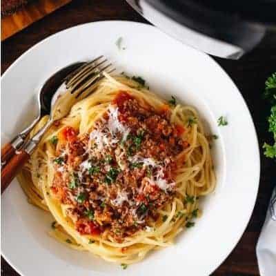 Spaghettti Bolognese servieren
