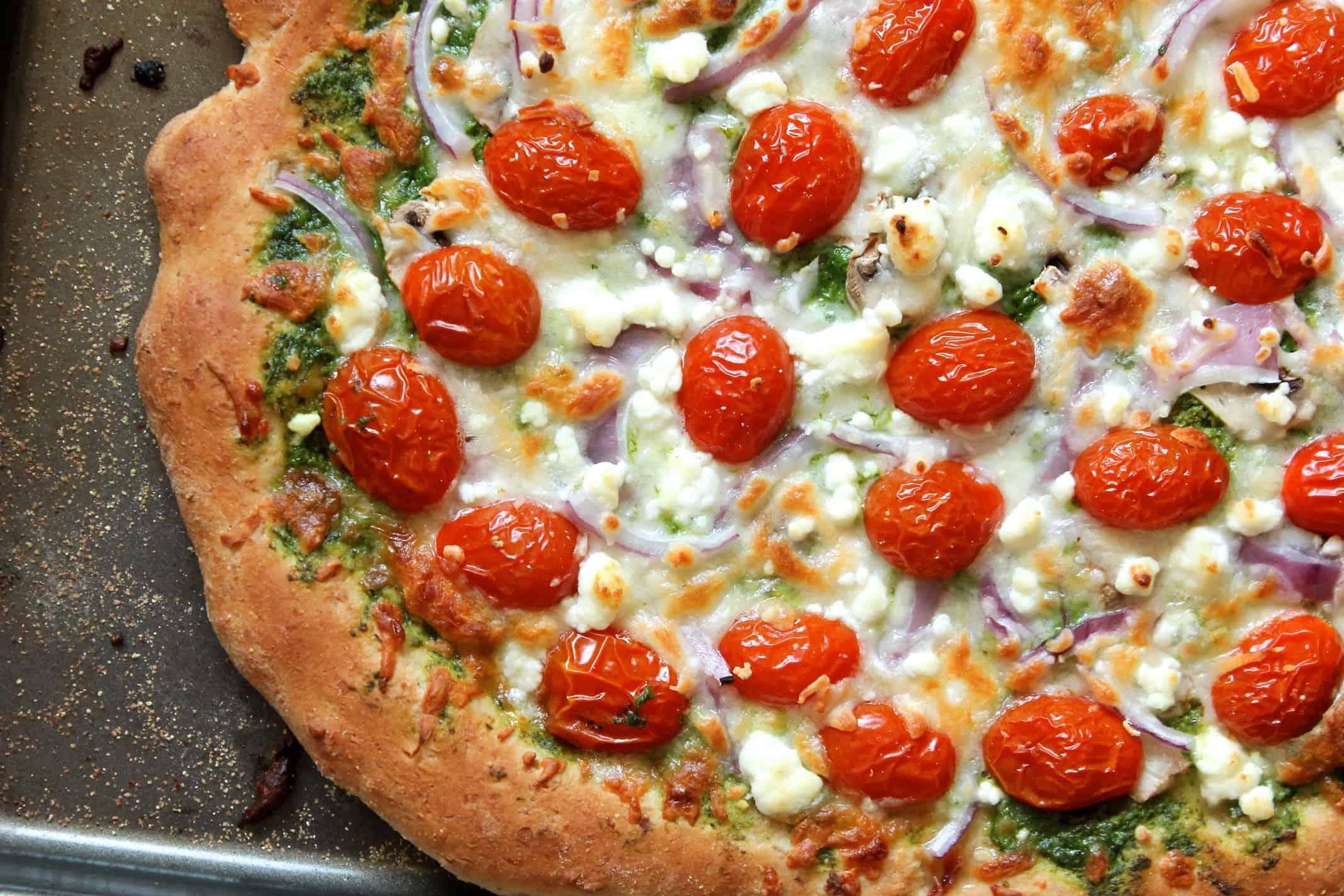 Vegetarische Pizza mit Pesto