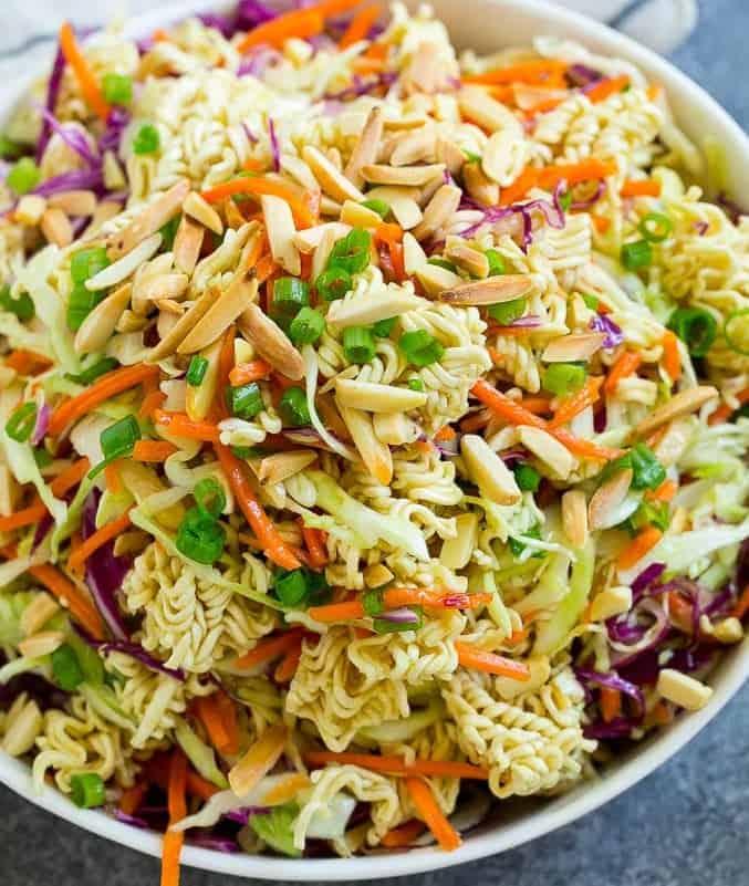 Yum Yum Salat oder leckerer Ramen Salat
