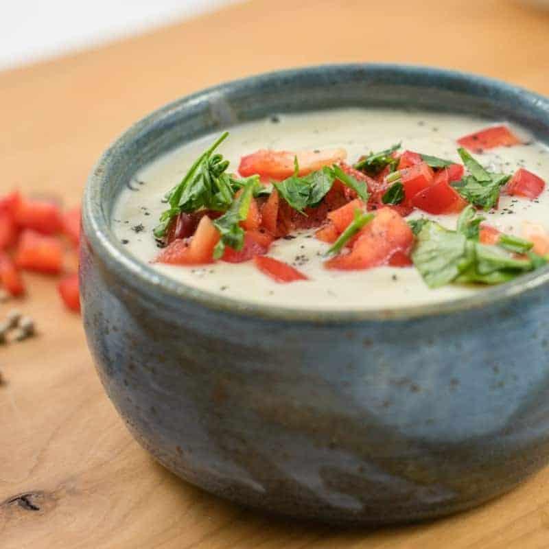 Blumenkohlsuppe – veganes Rezept mit Cashewmus und Paprika