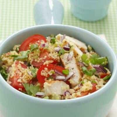 Couscous Salat mit Zwiebeln und Tomaten