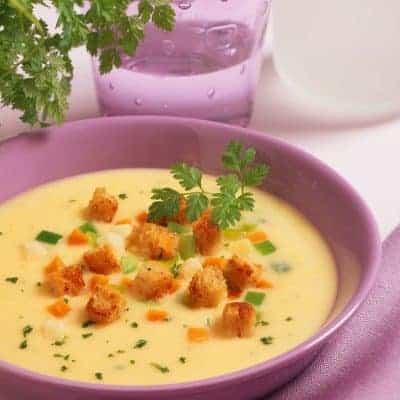 Kartoffelsuppe mit Speck und Croutons