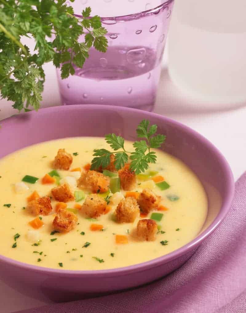 Cremige Kartoffelsuppe mit Speck und Croutons – französisches Rezept