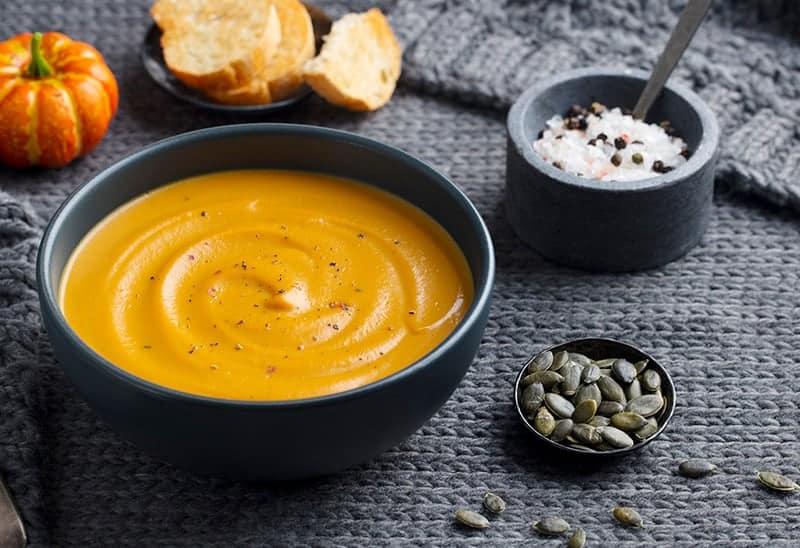 Einfache Kürbissuppe mit Kartoffeln und Möhren