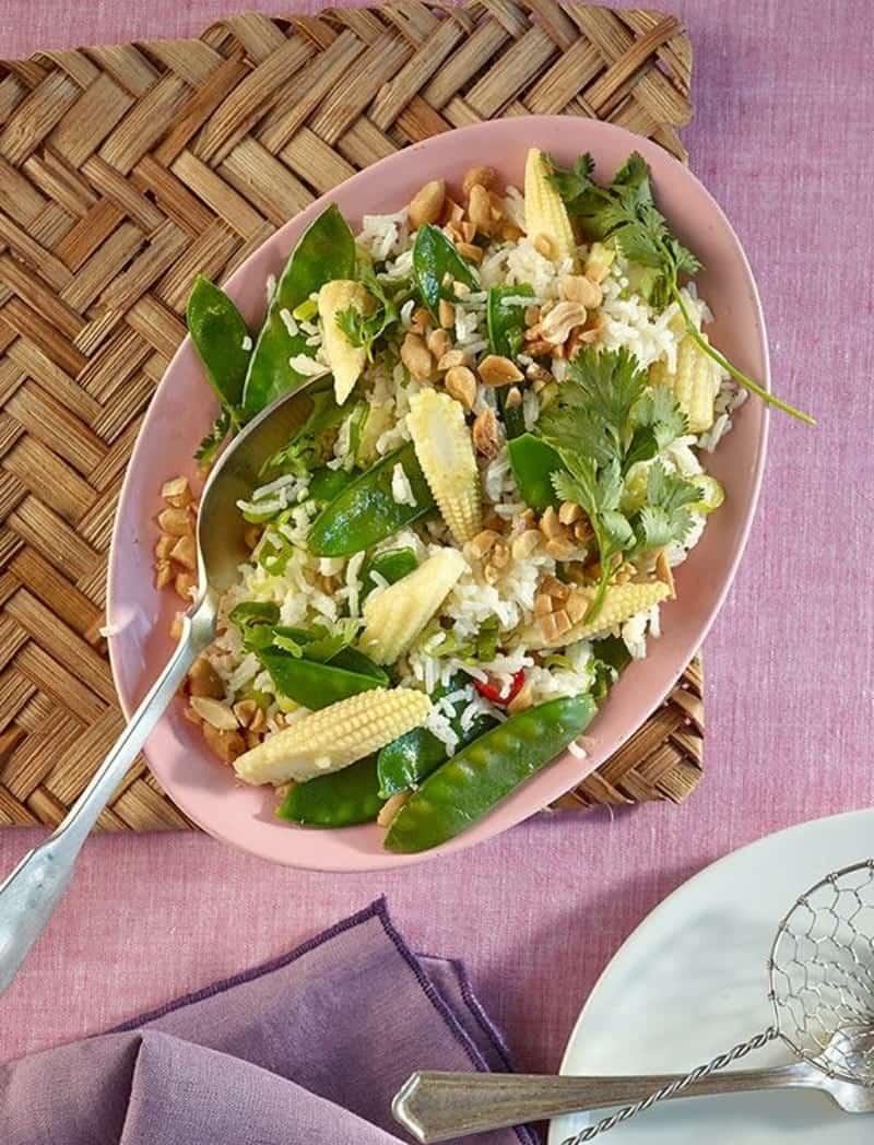 Reissalat Rezept aus der asiatischen Küche – mit Zuckerschoten und Mais
