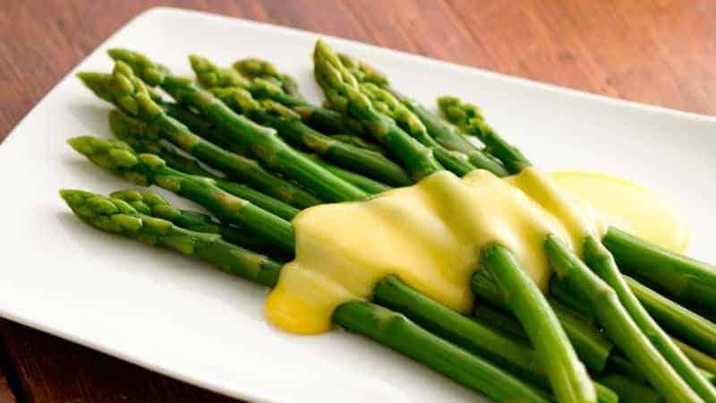 Sauce Hollandaise: einfaches Rezept für den beliebten Soßenklassiker