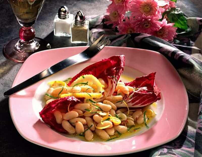Leichter Bohnensalat mit Zitronensaft und Radicchio